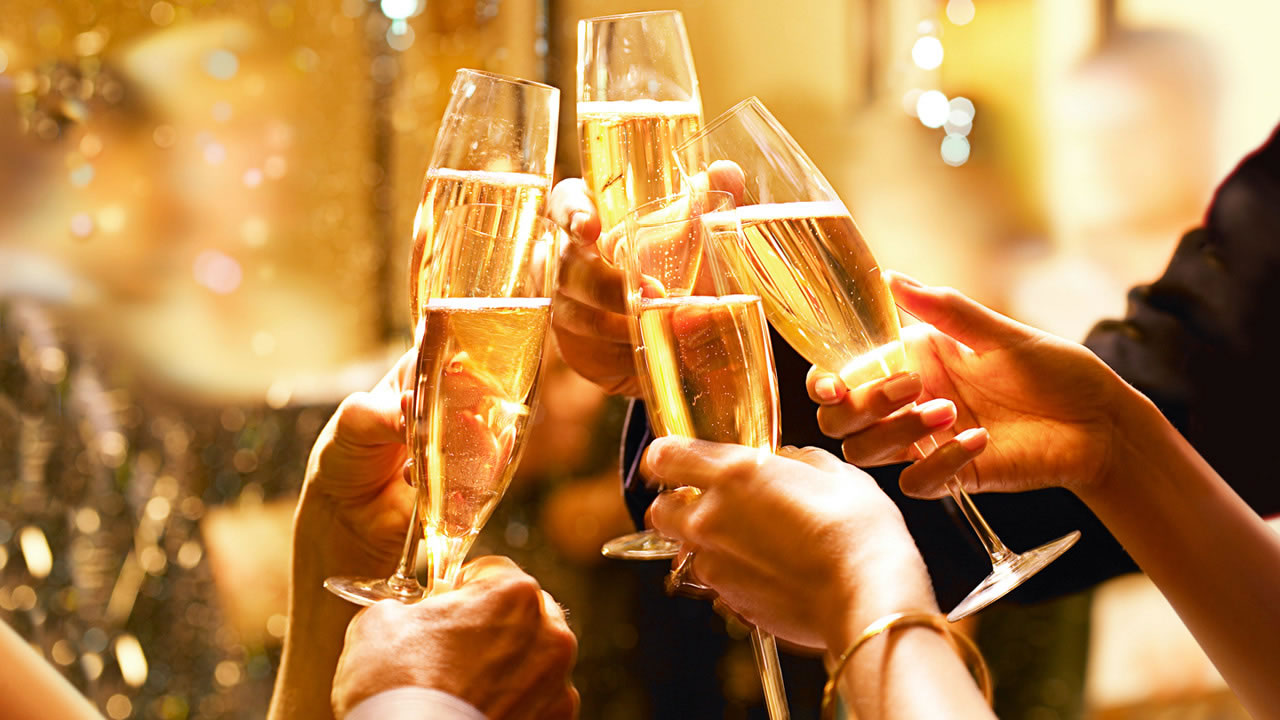 xHyatt-Champagne-Toast-Thumbnail.jpg.pagespeed.ic.9HvfW6K4qp